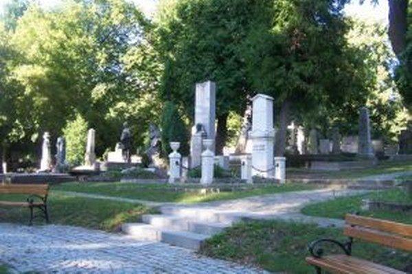 Nájmy za hroby na Národnom cintoríne chcú poslanci dať do súladu s nájmami na ostatných mestských cintorínoch.