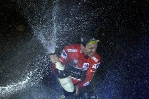 Simon Yates vyhral Vueltu 2018.