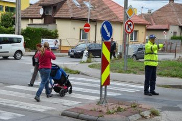 V smere od Ľadovne už autá na Ulicu Janka Kráľa neodbočia.