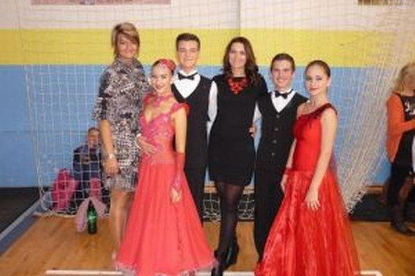 Zľava Alena Drljača, Sabina Bohačiková, Erik Nemec, trénerka Michaela Pisaríková,Samuel Ondráček a Anetka Samuelová.