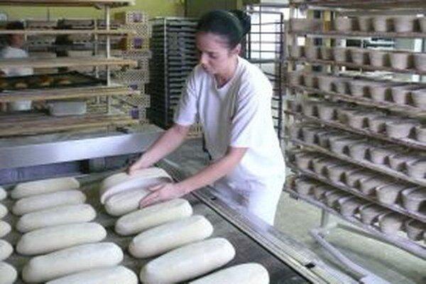 Výnos aj pre pekárov. V chlebe a pečive bude môcť byť najviac 18 g soli na kilogram.