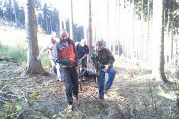 Pri transporte nebohého prišli asistovať aj horskí záchranári.