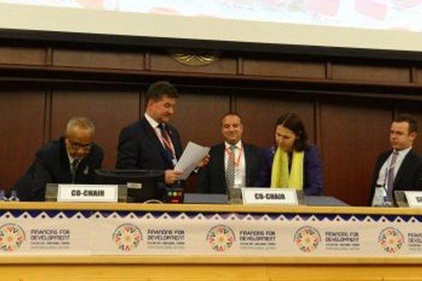Ladislav Babčan (v strede) na konferencii v etiópskej Addis Abebe.