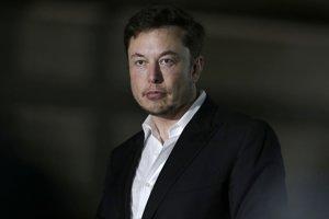 """Musk a inžinieri zo spoločnosti SpaceX totiž skonštruovali malú ponorku a dopravili ju do Thajska s tým, že má pomôcť pri záchrane chlapcov a ich trénera. Miniponorku však záchranári v jaskynnom komplexe na severe Thajska nevyužili, pričom Unsworth ju označil za nepraktickú a za """"PR ťah""""."""