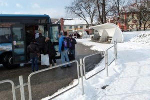 Novým vlastníkom autobusového nástupišťa vo Vrútkach sa stane spoločnosť SAD Žilina.