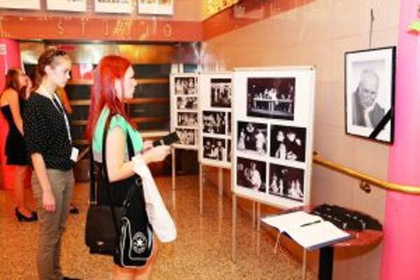 Na výstave. Jedna z výstavných aktivít tohtoročnej Scénickej žatvy v Martine patrila aj Filipovi Lašutovi.