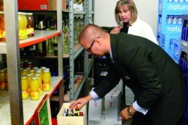 Pracovníčky hygieny kontrolovali dodržiavanie zákazu predaja českého alkoholu. Navštívili aj hotel Turiec,