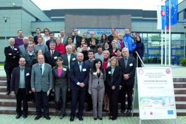 Účastníci konferencie (Prezident organizácie ORPHEUS profesor Lackovič v spodnom rade štvrtý zľava).