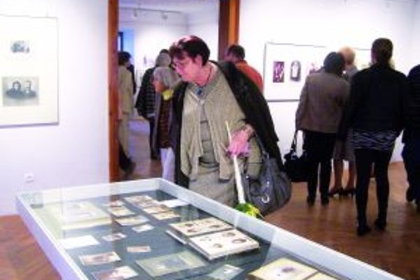 Výstava ihneď upútala návštevníkov.