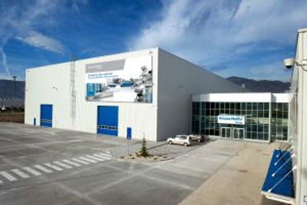 V novej hale už bola oficiálne spustená výroba.