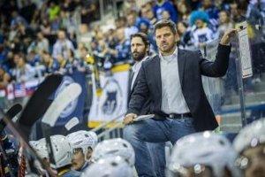 Na snímke vpravo tréner MAC Budapešť Gergely Majoross.