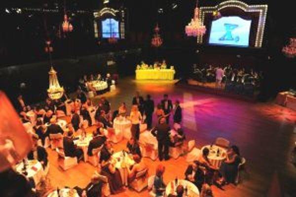 Náklady na Divadelný ples stoja ako menej náročná inscenácia.