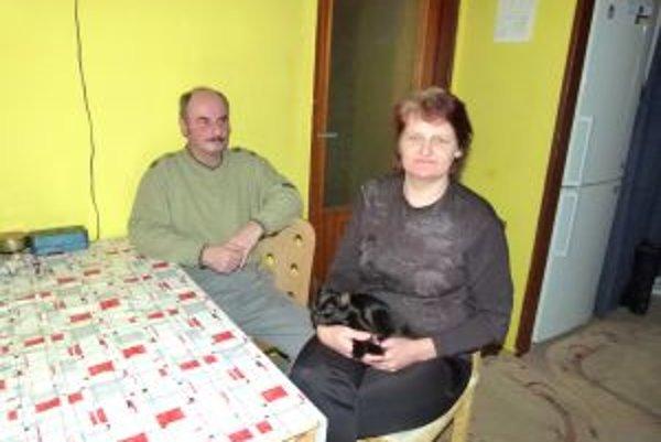Ľubomír Dvorský a Margita Jahnická by sa aj s deťmi najradšej vrátili do starej chatrče.