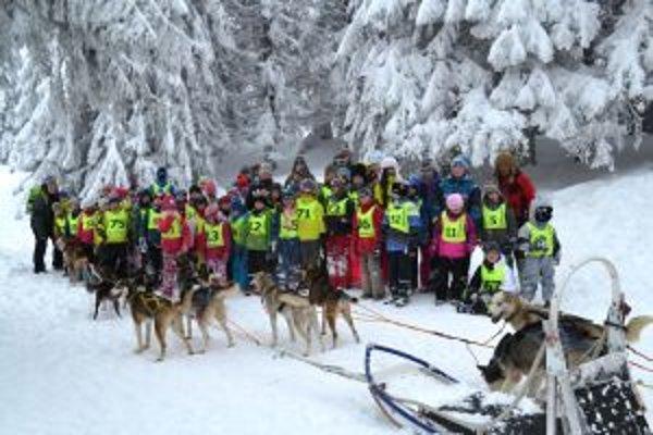 Deti z BellAmosu na lyžiarskom kurze.