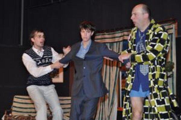 Divadelný súbor Pišinger z Bystričky prišiel na prehliadku so situačnou komédiou Všetko sa...