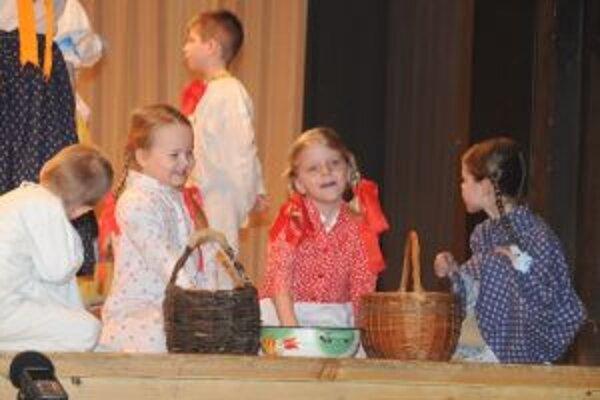 Detský folklórny súbor Kalužiar nás bude reprezentovať na kraji.