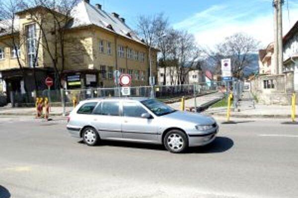 Oprava potrubia prebieha v týchto dňoch na ulici V. Paulínyho Tótha.