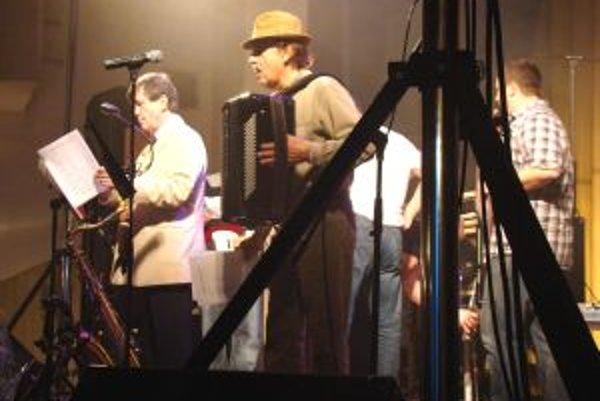 Divákom krv rozprúdilo aj vystúpenie kapely Živienka.