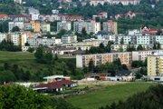 Vo viacerých regiónoch dnes stoja byty približne toľko, čo pred pätnástimi rokmi v Bratislave. Napríklad v Trenčíne a Banskej Bystrici.