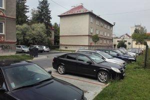 Parkovanie v Štúrovej štvrti.