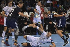 Januš Lapajne (v páde) mal vzávere zápasu skvelé momenty.
