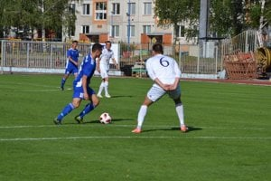 Dubnica (v modrom) hostila doma ďalší tím z východu.