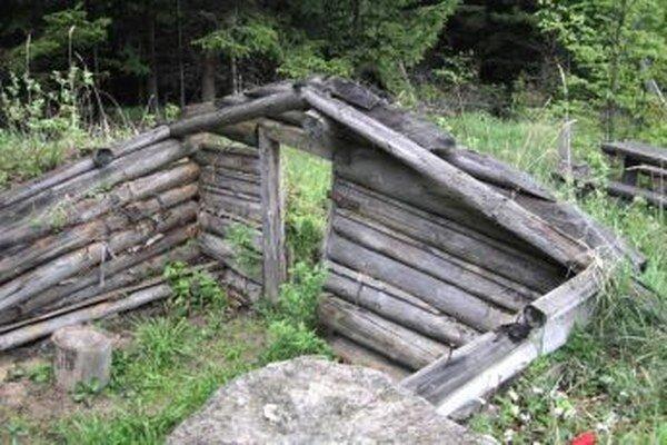 Chlapov z Valče čaká na oprave bunkra veľa práce.