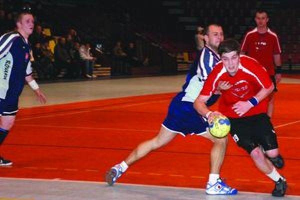 Vladimír Buvala (v červenom drese)dal v Stupave sedem gólov, no ani tie napokon nestačili.