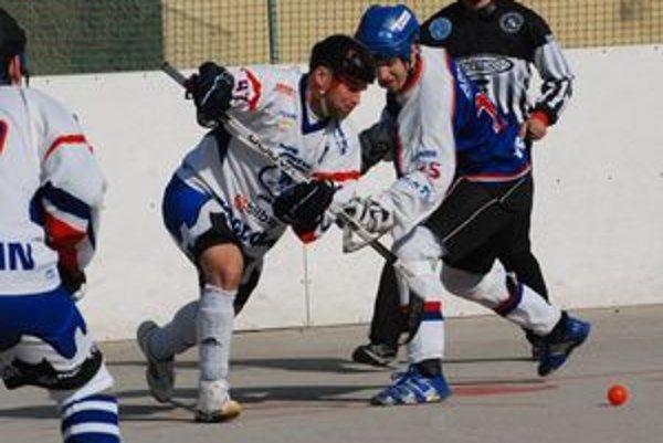Už ide do tuhého, v hokejbalovej extralige začína play off.