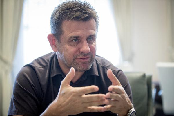 Minister životného prostredia László Sólymos zo strany Most - Híd.