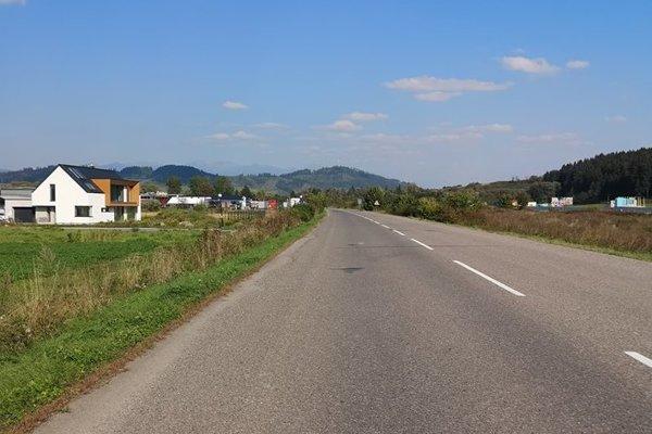 Ivachnová sa rozrastá, nové domy pribúdajú pri ceste, ktorá vedie súbežne s diaľnicou. Ľudia verili tomu, že v roku 2018 im už hustá doprava nebude strpčovať život.
