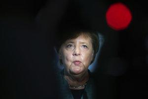Viaceré médiá píšu o pomalom konci Merkelovej.