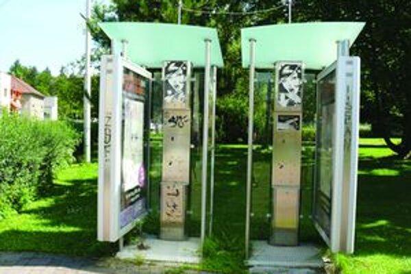 Telefóny z búdok zmizli. Nie je to čin vandalov, ale Slovak Telekomu, ktorý znižoval počet automatov.