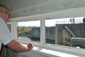 Pohľad z okna v druhom pilieri do tretieho haťového poľa.