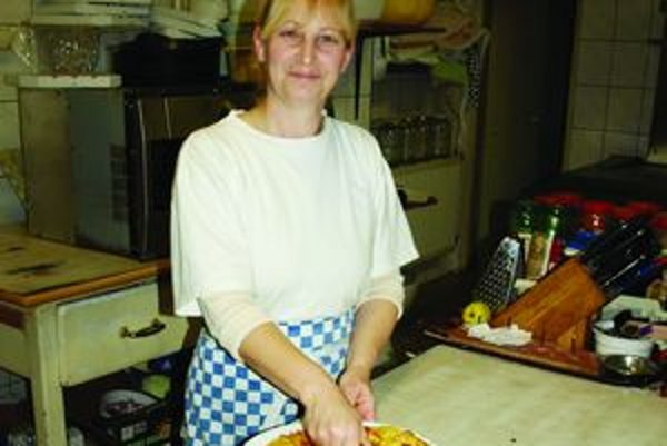 Kvetoslava Vajdelová. Kuchárka v reštaurácii Vyšehrad.