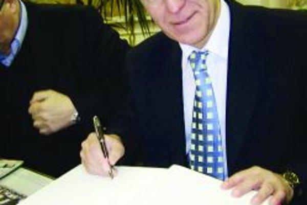 Stredoslovenský šéf. Jozef Paršo spolu so svojimi kolegami presadzuje reorganizáciu futbalových súťaží.