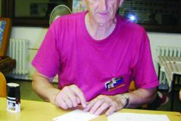 Ivan Šabo. Bol prvým triednym učiteľom na vrútockom gymnáziu. Na martinskom je fyzikárom, vedie hvezdáreň a školskú foto kroniku.