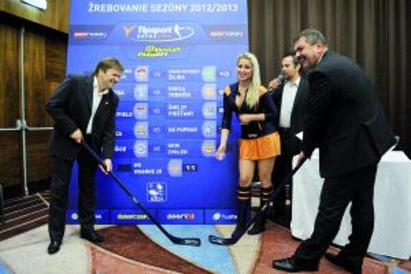 Na žrebe extraligy sa zúčastnil za MHC Mountfield Jaroslav Zigo (vpravo). Vtedy ešte vo funkcii prezidenta MHC.