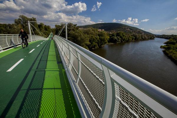 Cyklomost Slobody dnes spája Devínsku Novú Ves ponad rieku Morava s Rakúskom