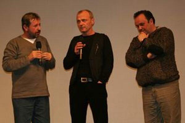 Martinskú premiéru filmu Pokoj v duši moderoval Rasťo Piško. Prítomní boli aj režisér Vlado Balko a herec Attila Mokoš.