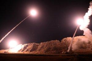 Revolučné gardy na svojej internetovej stránke zverejnili fotografie, pri ktorých uviedli, že ide o odpálenie balistických rakiet v blízkosti skalnatých vyvýšenín na bližšie nešpecifikovanom mieste.