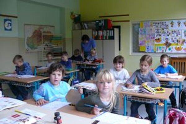 Prváci z Podhradia sú v škole vzácnosťou. Je ich desať, no o rok sa zopakuje vlaňajšia situácia a nebude ani jeden.