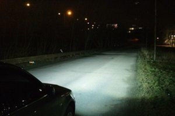 Ak máte xenónové svetlá, vidíte lepšie. Ale osvetľujete protiidúcich vodičov.
