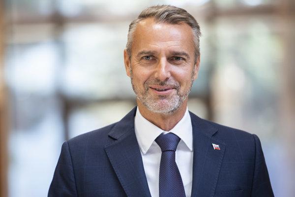 V Smere by chceli za kandidáta na prezidenta Miroslava Lajčáka. Ako ďalšia možnosť spomínajú vicepremiéra pre investície Richarda Rašiho.