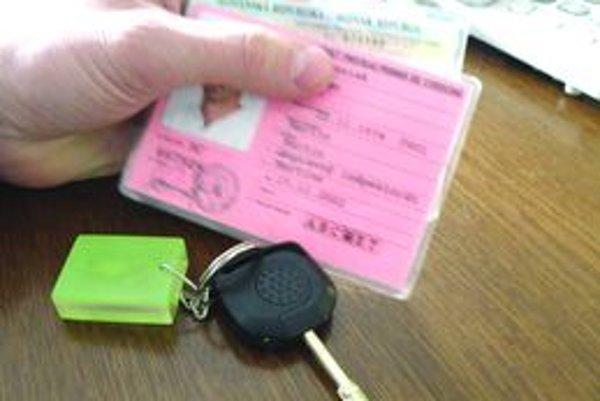 Ak neplatíte alimenty, exekútor môže dať príkaz na zadržanie vášho vodičského preukazu.