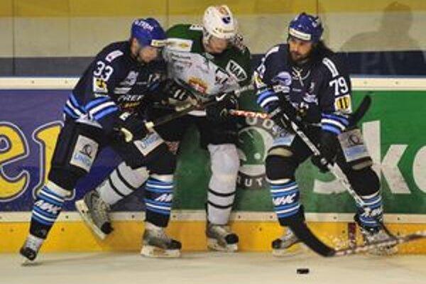Do piateho zápasu štvrťfinálovej série medzi Martinom a Skalicou už naskočil aj Marek Uram. V útoku nastúpil s kapitánom Michalom Beranom.