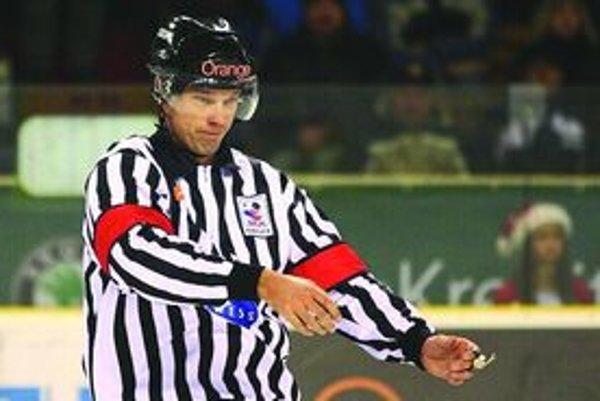 Rastislav Krpelec musel odložiť píšťalku do zásuvky. Dúfa, že dočasne.