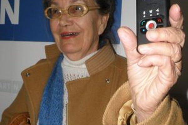 Magda Steinerová (82) je jednou z dvoch dôchodkýň, ktoré budú yLocator dva mesiace testovať.