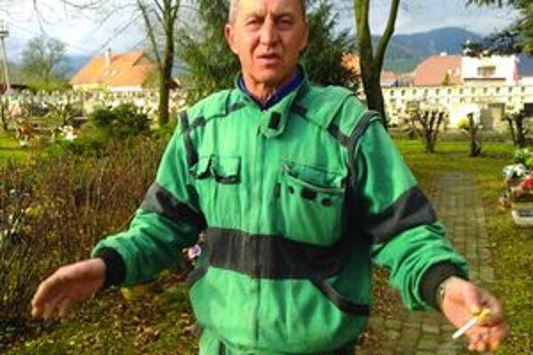 Miroslav Zuzaniak - aby neostal na ulici, mesto mu chce pomôcť. Musí však čakať na to, kedy sa uvoľní byt, ktorý by zvládal platiť.