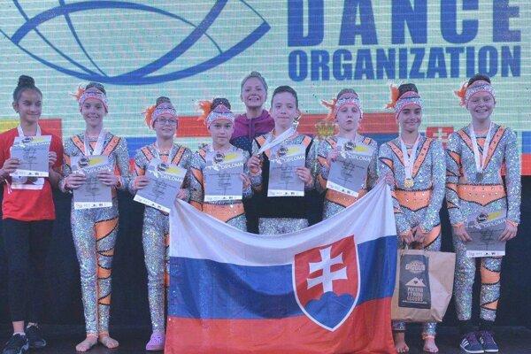 Detská disco skupina z Deepu. Získala na Svetovom pohári jednu z troch zlatých medailí.